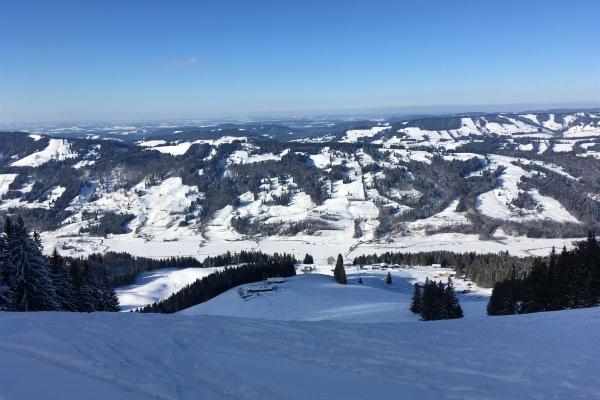 Blick vom Gipfel im Winter
